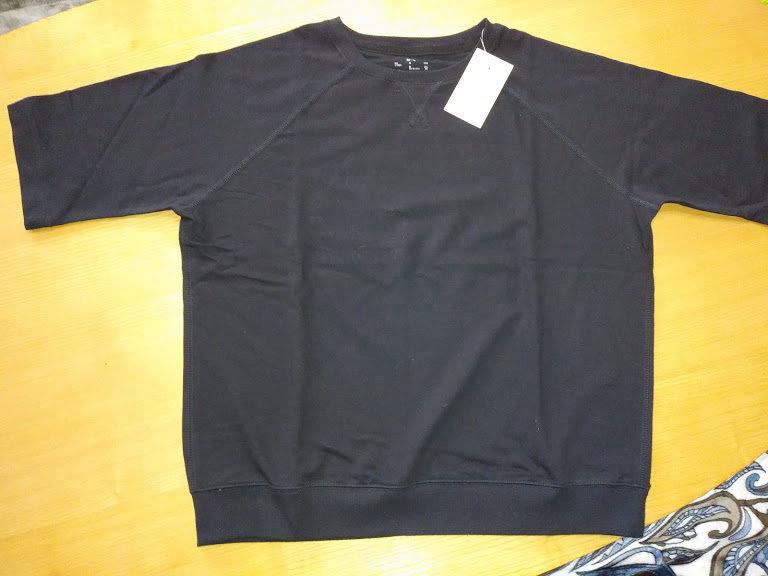 最近はやりのワイドTシャツ