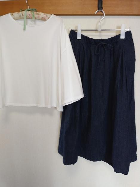 ワイド白Tとデニムスカート